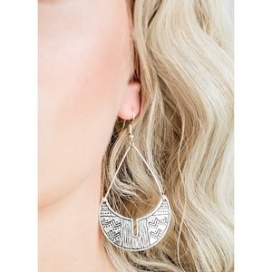 Paparazzi - Silver - Earrings - #202